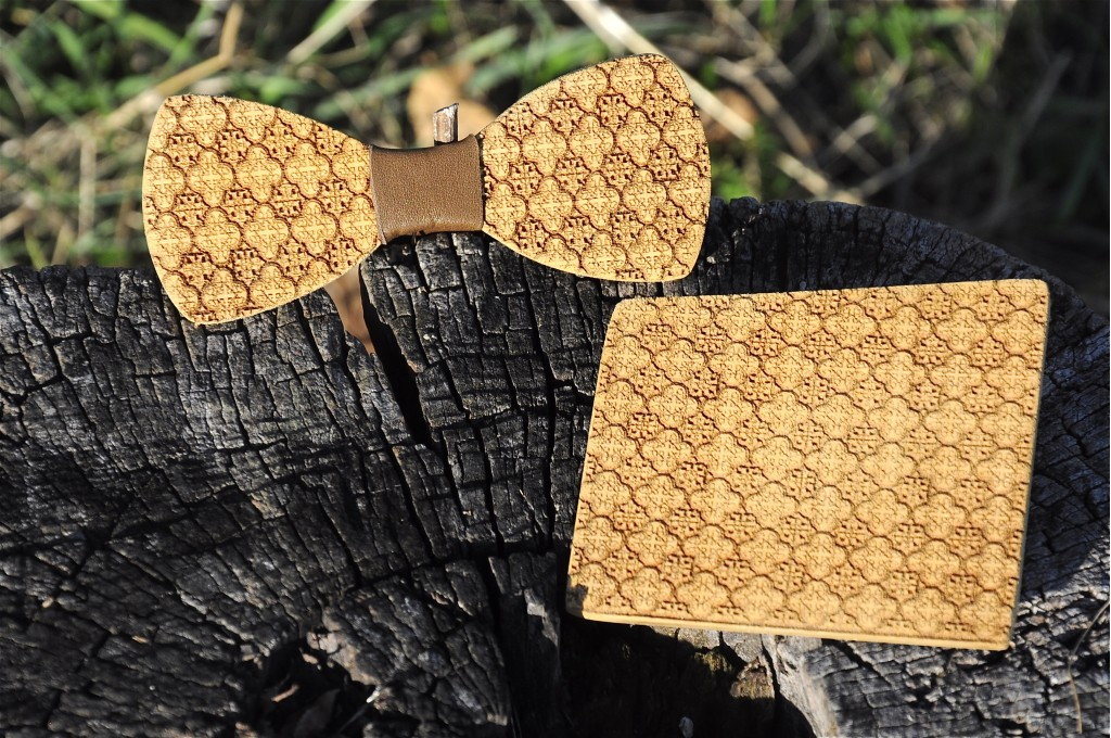 Wood bow tie pocket engraved Puntino