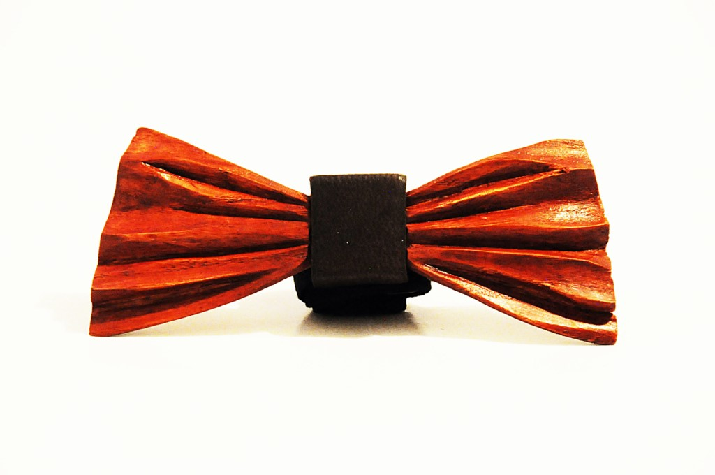 Wood bow tie carved Elio
