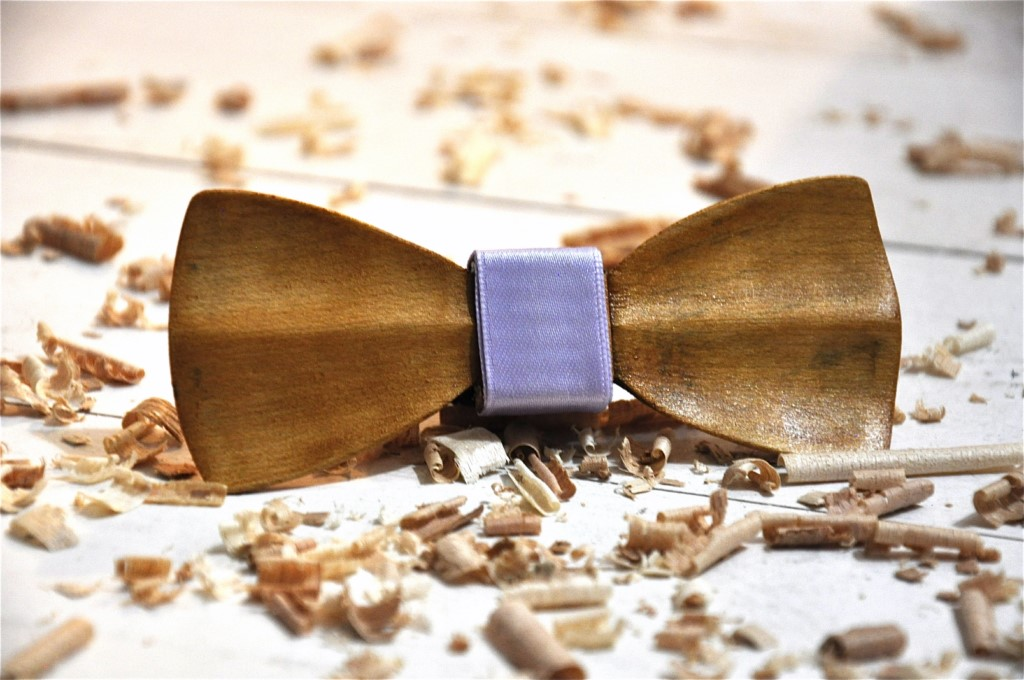 Wood bow tie carved Calais