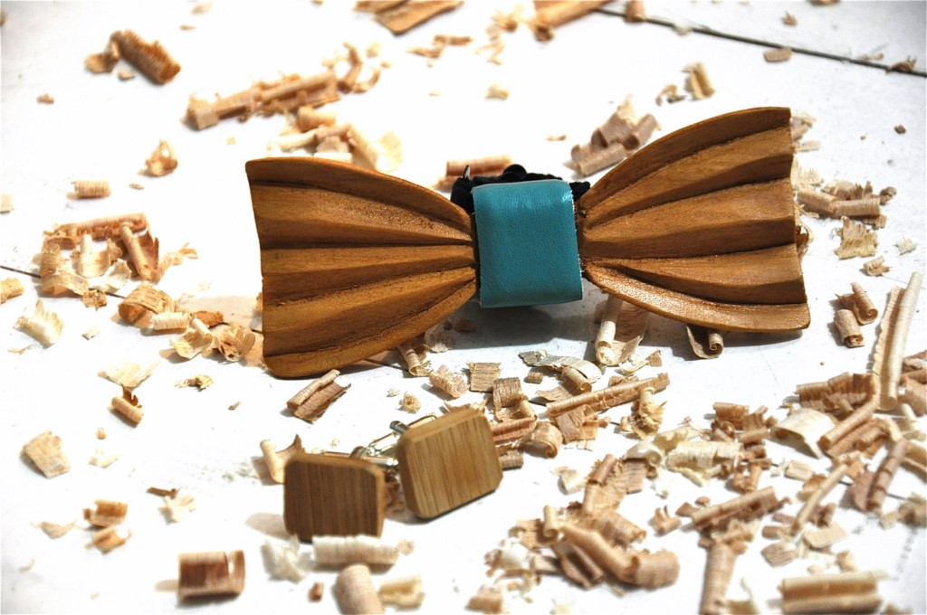 Wood bow tie carved Achilles